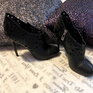 Low cut ankle heeled boots
